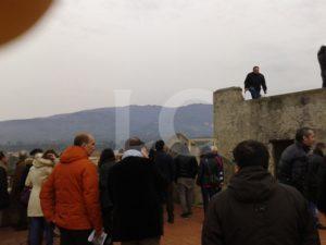 Cittadini visitano il Bastione