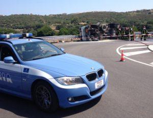 Autocisterna gas si ribalta in Sardegna