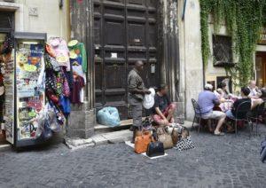 Abusivismo:negozianti Fontana Trevi, racket ha creato un suk