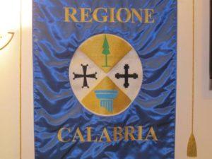 Regione: il gonfalone con lo stemma della Calabria