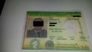 Turista con false tessere da finanziere, denunciato