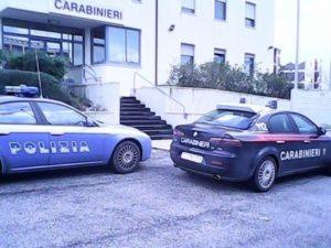 Auto polizia e carabinieri davanti stazione Carabinieri Civitanova Marche