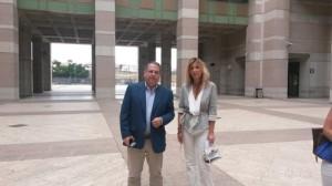 Chiara Rizzo insieme al suo legale, l'avvocato Bonaventura Candido