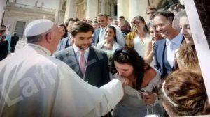 Nella foto la sposa Francesca e Giacomo alla sua sinistra