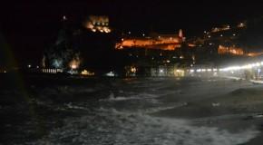 Maltempo, Gonzalo inizia a fare sul serio anche al Sud: violenta mareggiata a Scilla – FOTO
