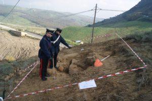 Archeologia: Carabinieri di Strongoli denunciano due tombaroli