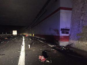Auto contro tir, 4 morti nel vibonese