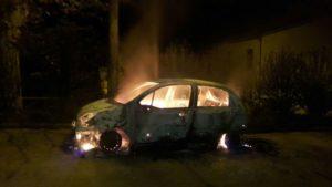 Auto carabiniere in fiamme a Platania