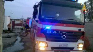 Vigili del fuoco nel campo rom di Lamezia