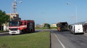 Autobus della Multiservizi in fiamme durante corsa, non c'erano passeggeri. Salvo l'autista