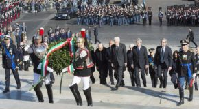 """25 Aprile, Roma divisa, due celebrazioni. Mattarella: """"Ricordiamo Resistenza senza odio né rancore"""""""