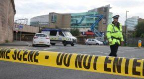 """Attentato a Manchester. La polizia: """"E' stato un kamikaze"""". Bambini tra le vittime"""