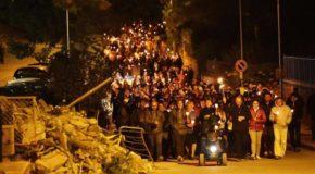 Un anno dopo. Terremoto, un cuore di fiaccole per ricordare le vittime in Centro Italia