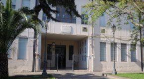 """All'Istituto """"Borrello-Fiorentino"""" i bambini """"dividono"""" la scuola con gli adulti del corso di alfabetizzazione. La protesta dei genitori"""