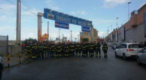 Protesta dei Vigili del Fuoco. Sit-in promosso da sindacato Usb agli imbarcaderi per la Sicilia