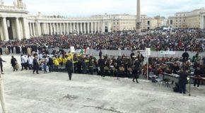 Esibizione di coro e orchestra calabrese all'Udienza del Papa
