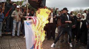 Gerusalemme: proteste a Gaza contro decisione Trump, bruciate bandiere Usa